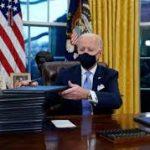 Biden da un giro de timón: vuelve al Acuerdo de París y pide el uso de mascarilla
