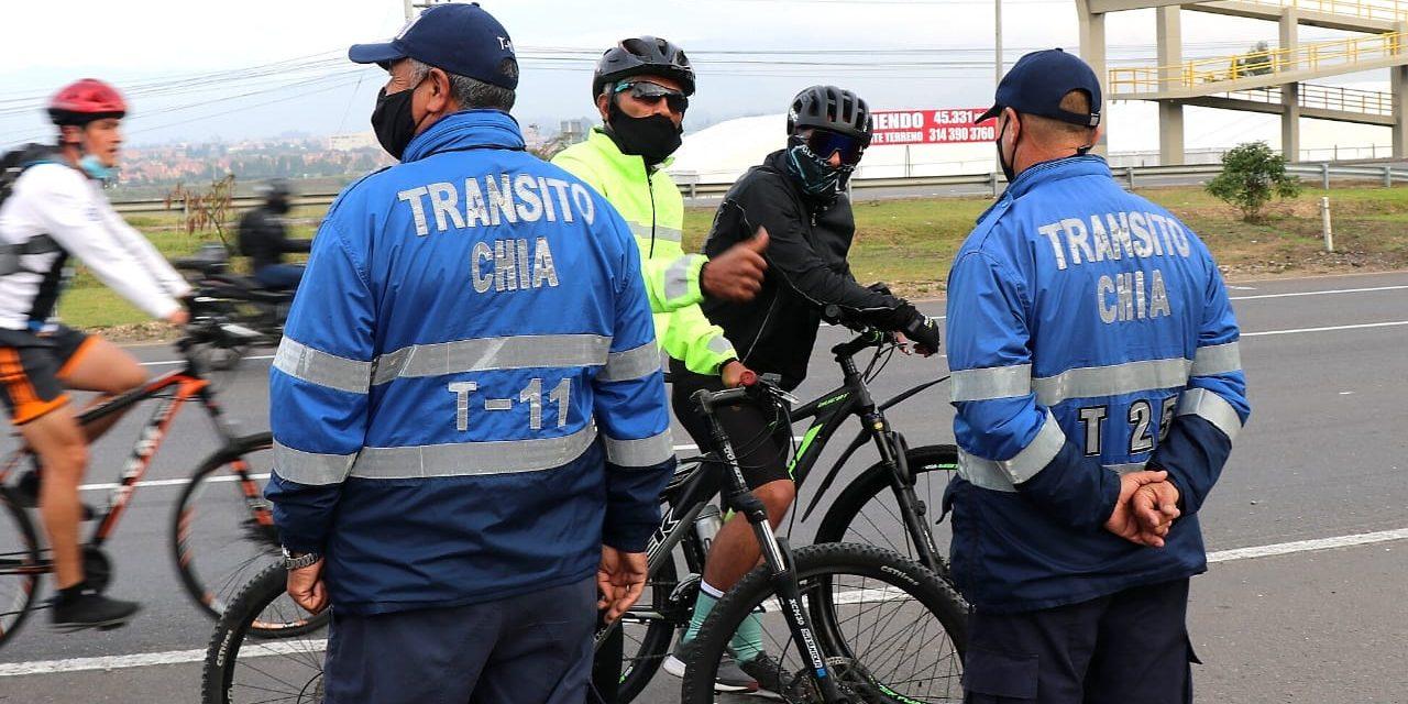 Control de salud y movilidad a deportistas en cerros de Chía