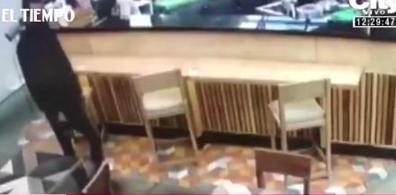 """Video: Robo en restaurante del parque la 93, banda """"Los Rolex"""""""
