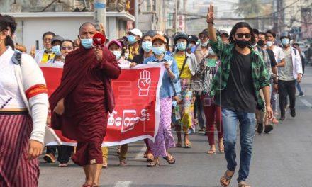 Aumenta el riesgo de que la crisis birmana acabe en una guerra civil total