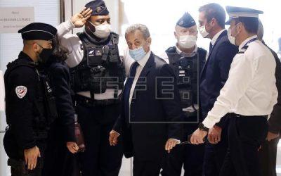 Sarkozy, primer expresidente francés condenado a una pena de cárcel