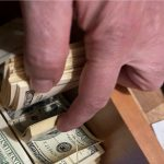 Nueva Zelanda aumenta salario mínimo y sube impuestos a los más ricos